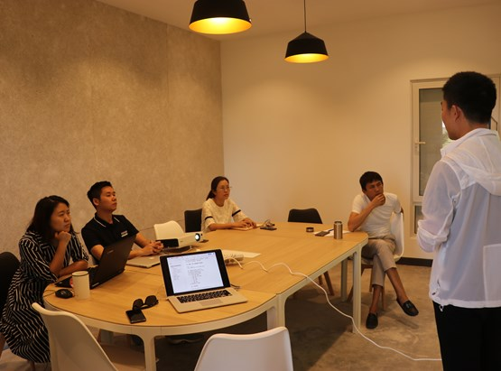 Mango- ស្វាយ (Medium Meeting Room)